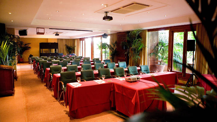 The conference room at Hotel Botanico, Tenerife, is brightly lit using Philips LED Spotlights