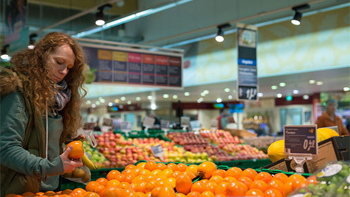 Produce under the lights of Philips fresh food lighting at Real in Essen, Germany