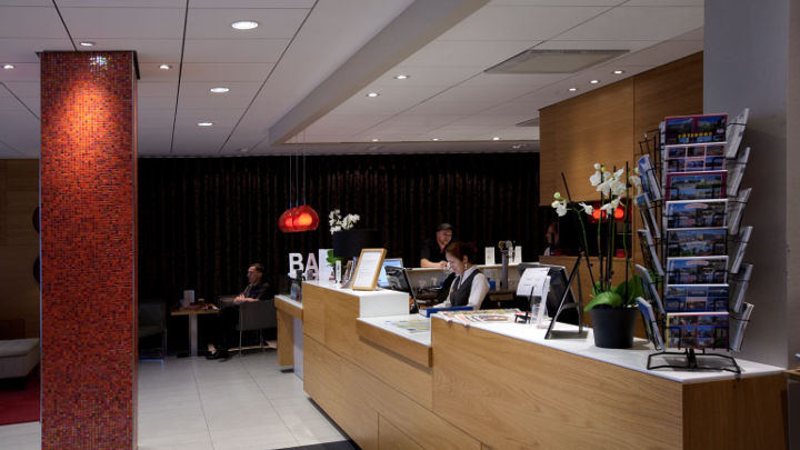 Reception desk of Spar Hotel, which uses Philips hotel lighting to illuminate the space