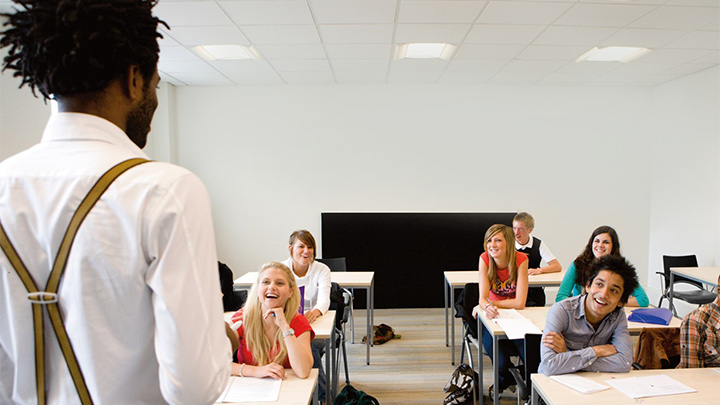 Optimize your space and save costs in schools with SpaceWise lighting system. | Classroom lighting
